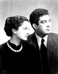 Με το σύζυγό της, Λόντο Οικονομίδη