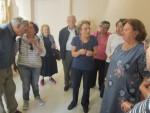 Η Επίτιμη Έφορος Αρχαιοτήτων κυρία Ιφιγένεια Δεκουλάκου ξεναγεί τους Φίλους στο Μουσείο του Μαραθώνα, στην αίθουσα των αγαλμάτων των Αιγυπτίων Θεών(07/10/2017).